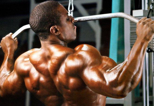 Упражнение вертикальная тяга к груди
