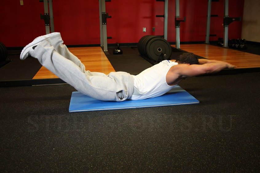 "Упражнение для мышц спины ""ласточка"" лежа"