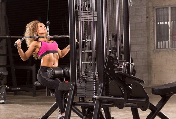 Вертикальная тяга для девушек