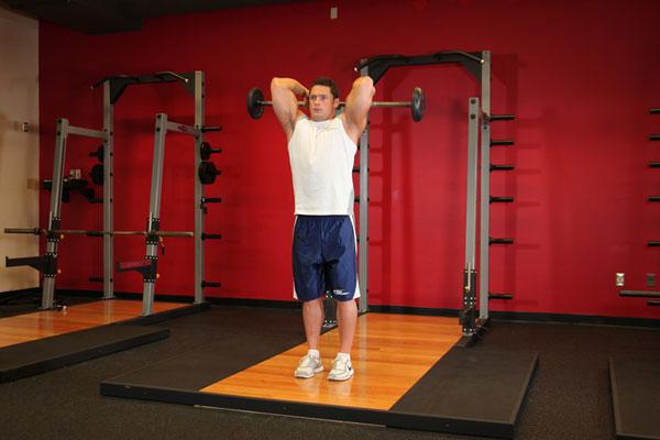 Упражнение на трицепс со штангой стоя