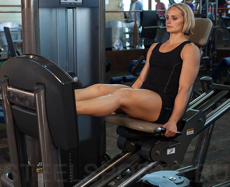 Жим ногами сидя в тренажере женская версия