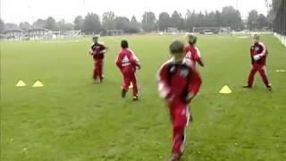 Процесс тренировки детей в футболе на основе школы Аякс
