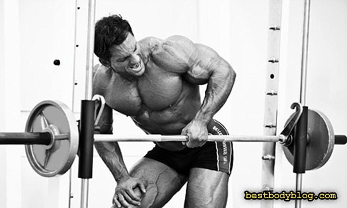 Упражнение на заднюю дельту в тренажере | Тяга одной рукой в тренажере Смита