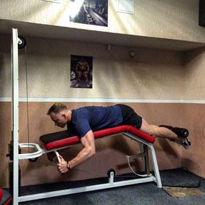 6. Последнее упражнение – сгибание ног лежа