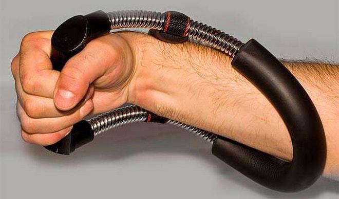 эспандер укрепляет кисти рук