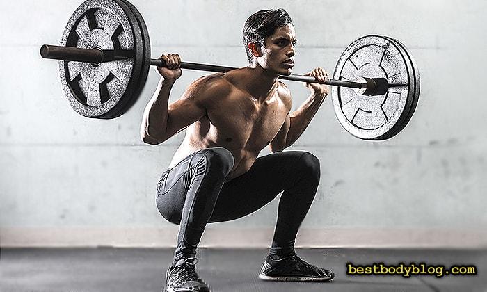 Глубокие приседания со штангой - базовое упражнение на ноги и ягодицы в тренажером зале