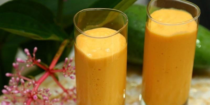 Смузи с киви, манго и медом